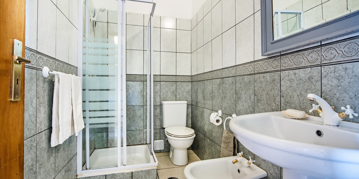 The main bathroom at our flexible 3 bedroom apartment