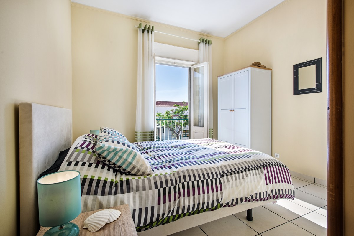 The spacious master bedroom in Apartment Gato by MarsAlgarve