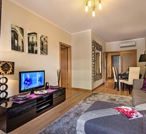 Gorgeous 1 bedroom apartment with WIFI, shared pool and Air con