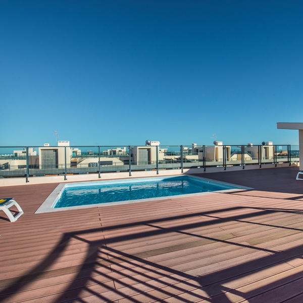 Enjoy the sun loungers arouns the rooftop swimming pool.