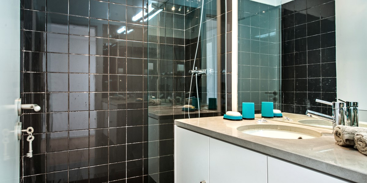 The bathroom with modern facilities at our 2 bedroom apartment