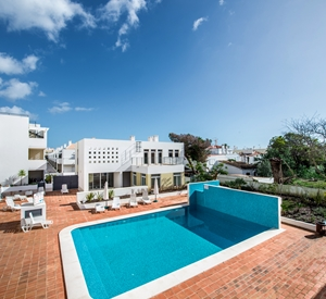 Amazing 2 bedroom penthouse on a small quiet complex with roof terrace
