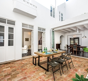 Former renovated Merchants Townhouse in Olhao sleeps 6, rooftop pool