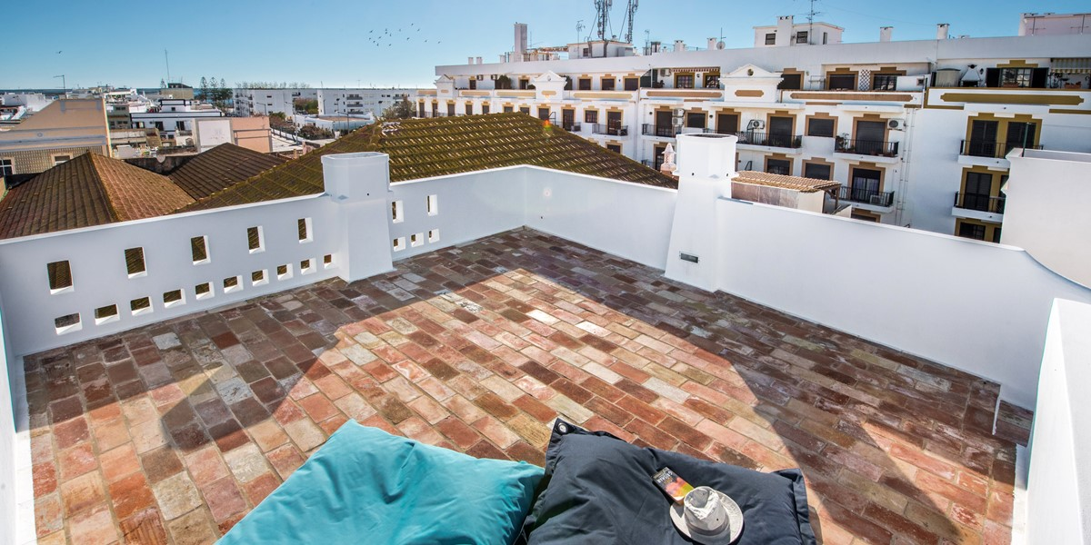 Looking down on to the top terrace, what a lovley spot and stunning views