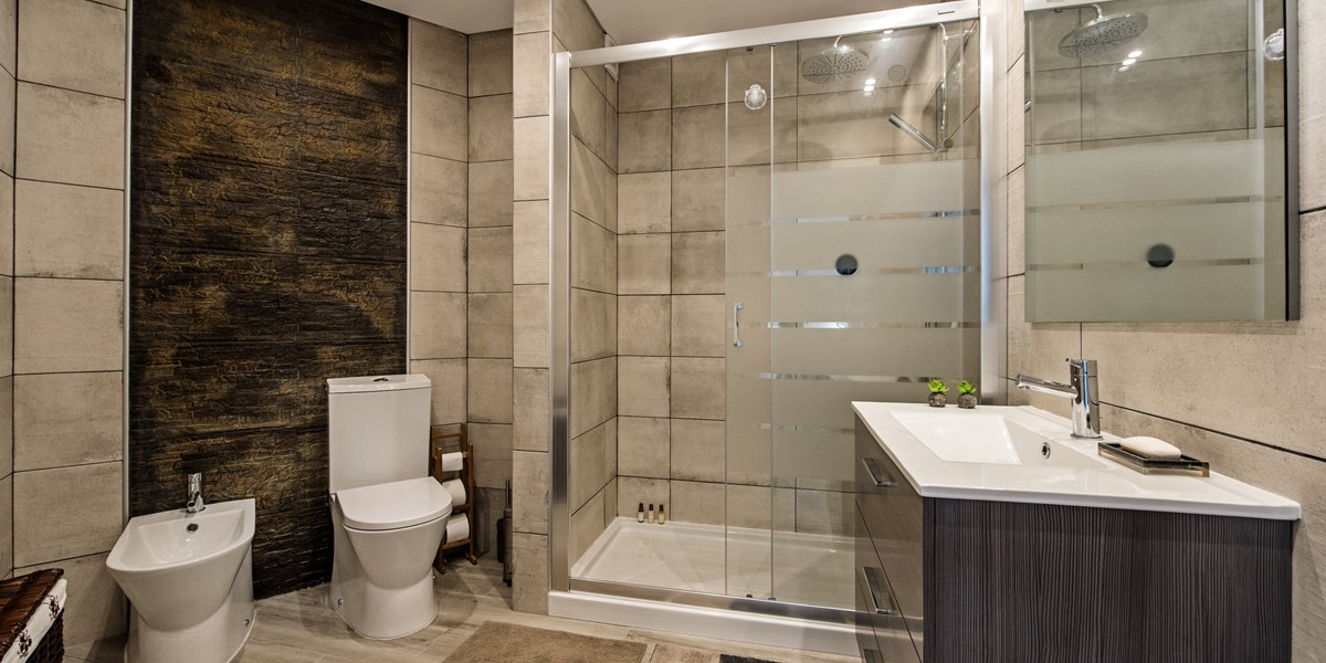 A modern and stylish full bathroom in our 2 bedroom apartment