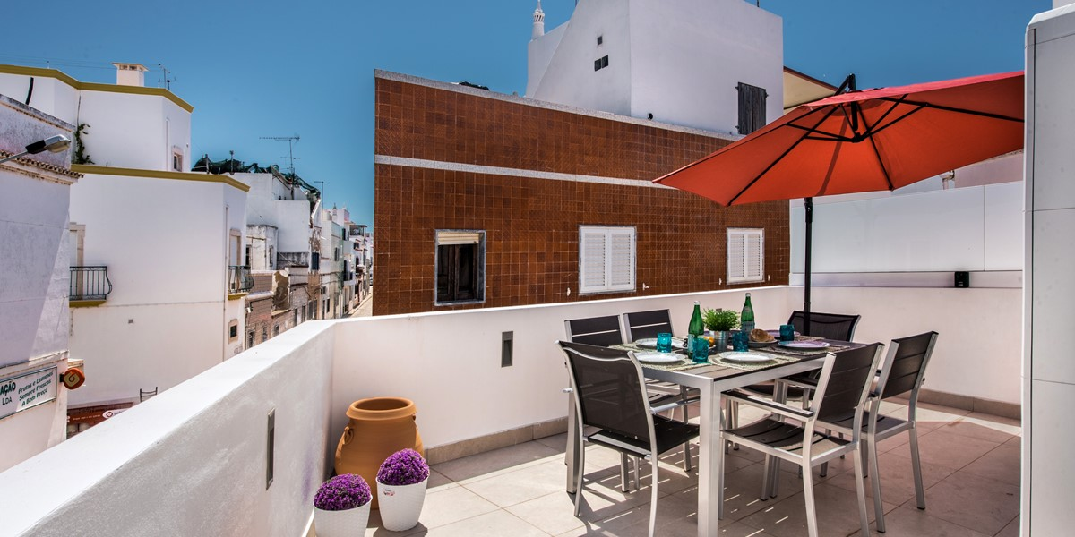 Fantastic roof terrace with outside dining facilities