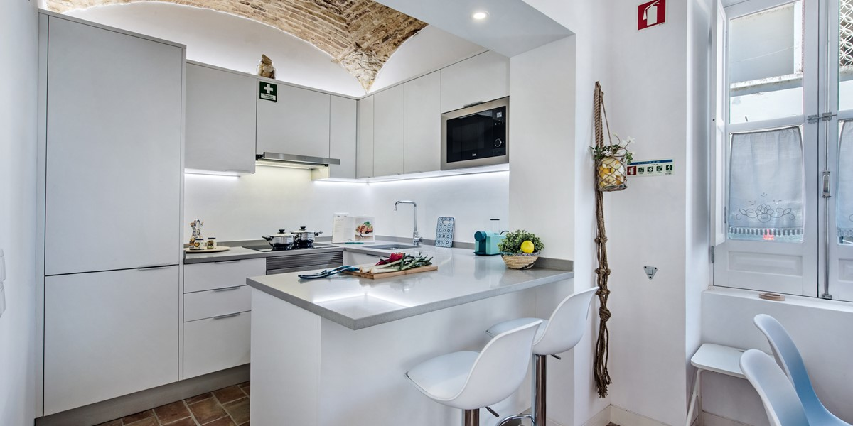A modern and well equipped kitchen