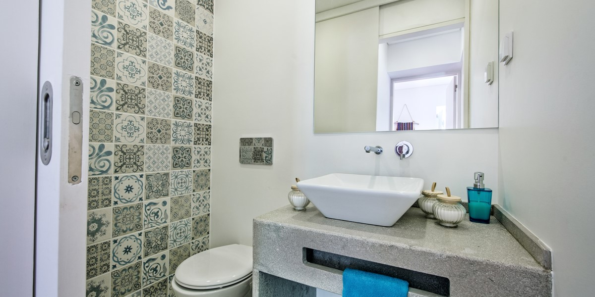 The ground floor cloakroom with traditional Portuguese tiles.