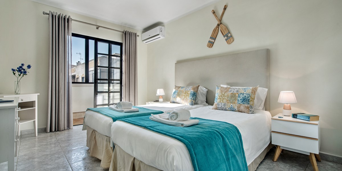 Master Twin Beds In this 2 Bedroom Apartment