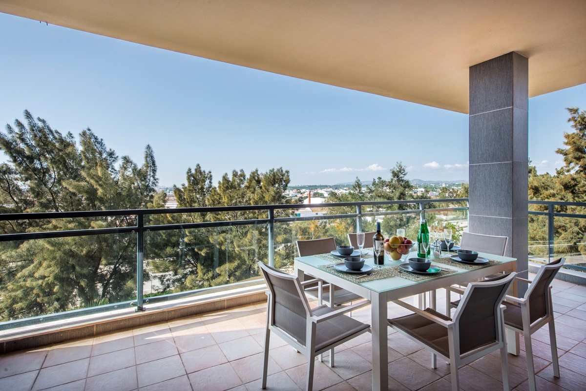 Al Fresco Dining At This Super Apartment With Air Conditioning
