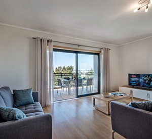 Stunning 3 bedroom Apartment with a huge Terrace at Marina Village