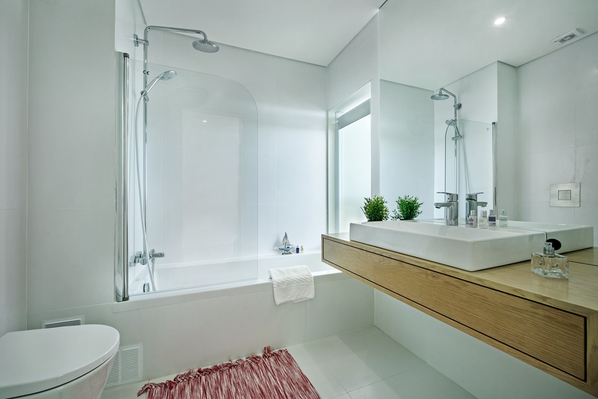 En Suite For The Master Bedroom And A Bath To Enjoy A Luxuary Soak