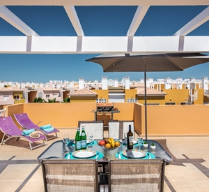 Outstanding 2 bedroom penthouse apartment with a fabulous roof terrace