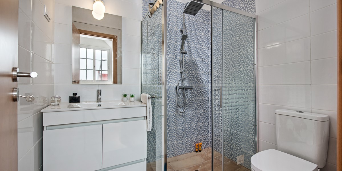 A Modern Renovated Bathroom At Our Fabulous 2 Bedroom Cottage
