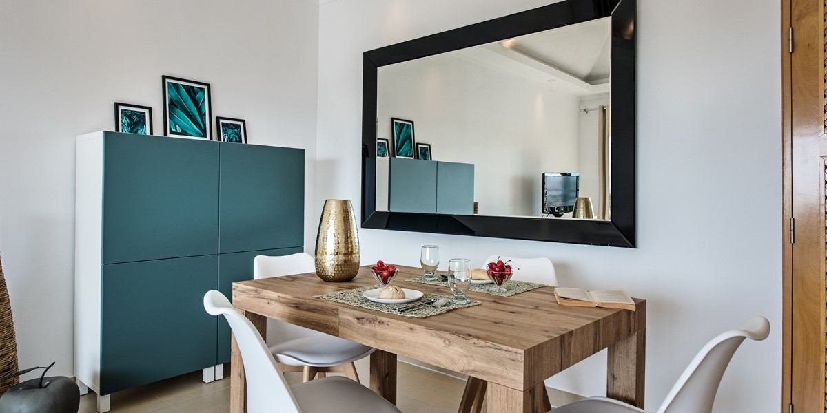 A Modern And Chic Dining Table Fabulous