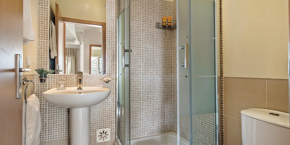 A Smart And Modern Shower Room For The Twin Room