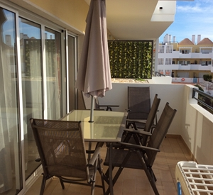 Beautiful, modern 1st floor 2 bedroom apartment, pool, air con, WIFI