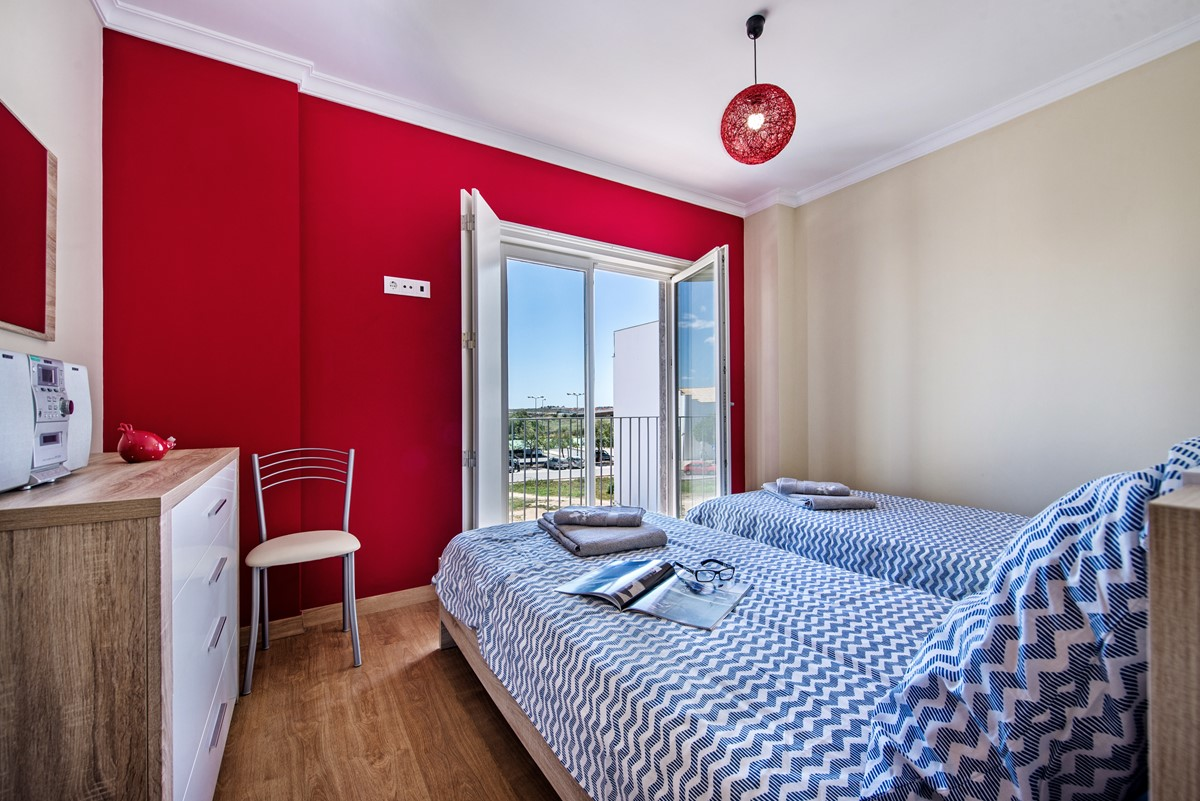 Beautiful twin room with views over the Rio Gilao